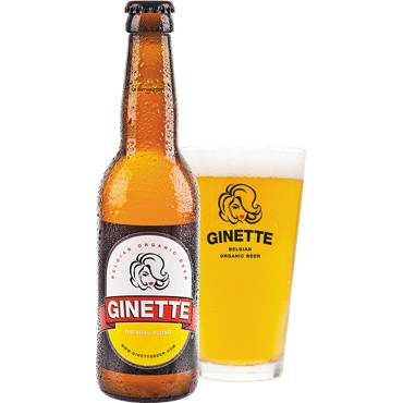 Ginette Natural Blond in bierglas met fles ernaast